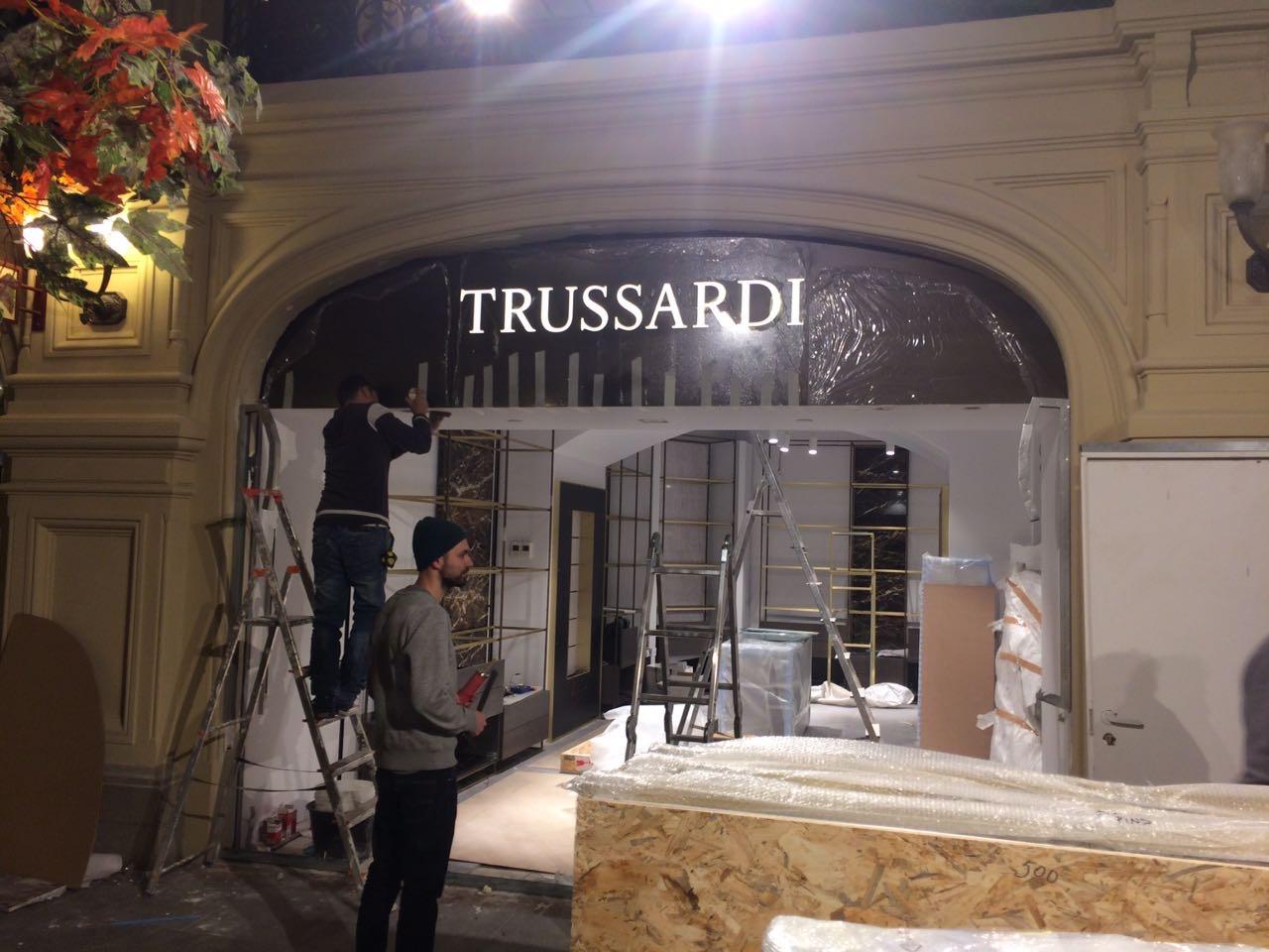 Изготовление вывески TRUSSARDI методом - инкрустация оргстекла на композите